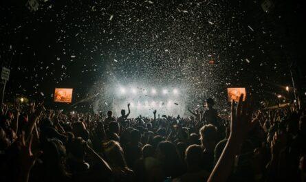 Nejlepší festivaly světa, kde skanduje spousta lidí.