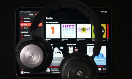 Online hudba přehrávaná prostřednictvím služby Apple Music.