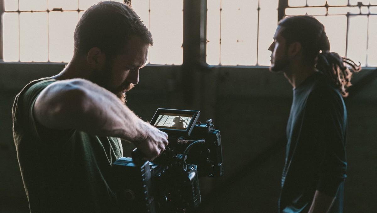 Herec a kameraman chtějí získat ocenění zvané Oskar.