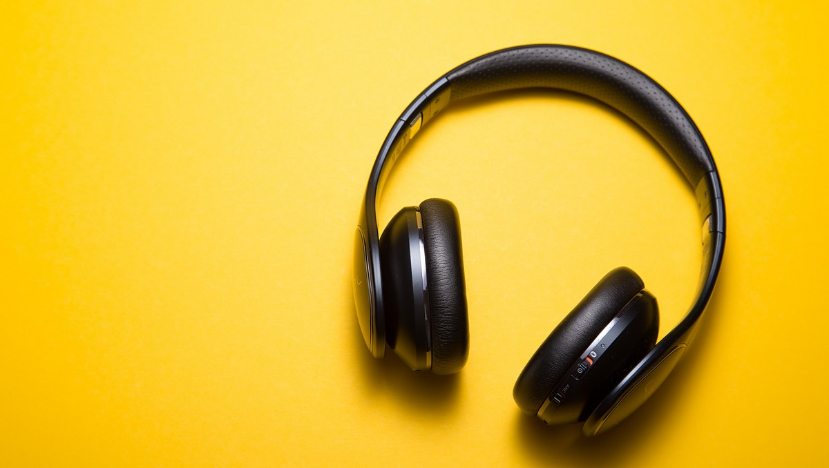 Sluchátka jsou pro podcasting, jako stvořená.